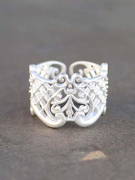 Thai Lattice Ring - White