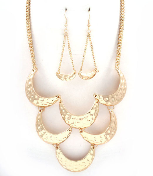 Scallop Statement Necklace and Earring Set